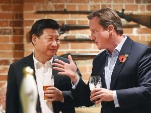 David-Cameron-und-Xi-Jinping-lassen-den-Arbeitstag-in-guter-britischer-Tradition-im-Pub-bei-einem-Bier-ausklingen